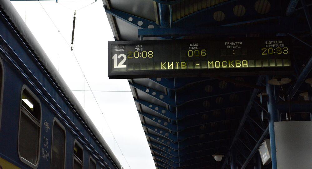 Peron w Kijowie, w oczekiwaniu na pociąg do Moskwy