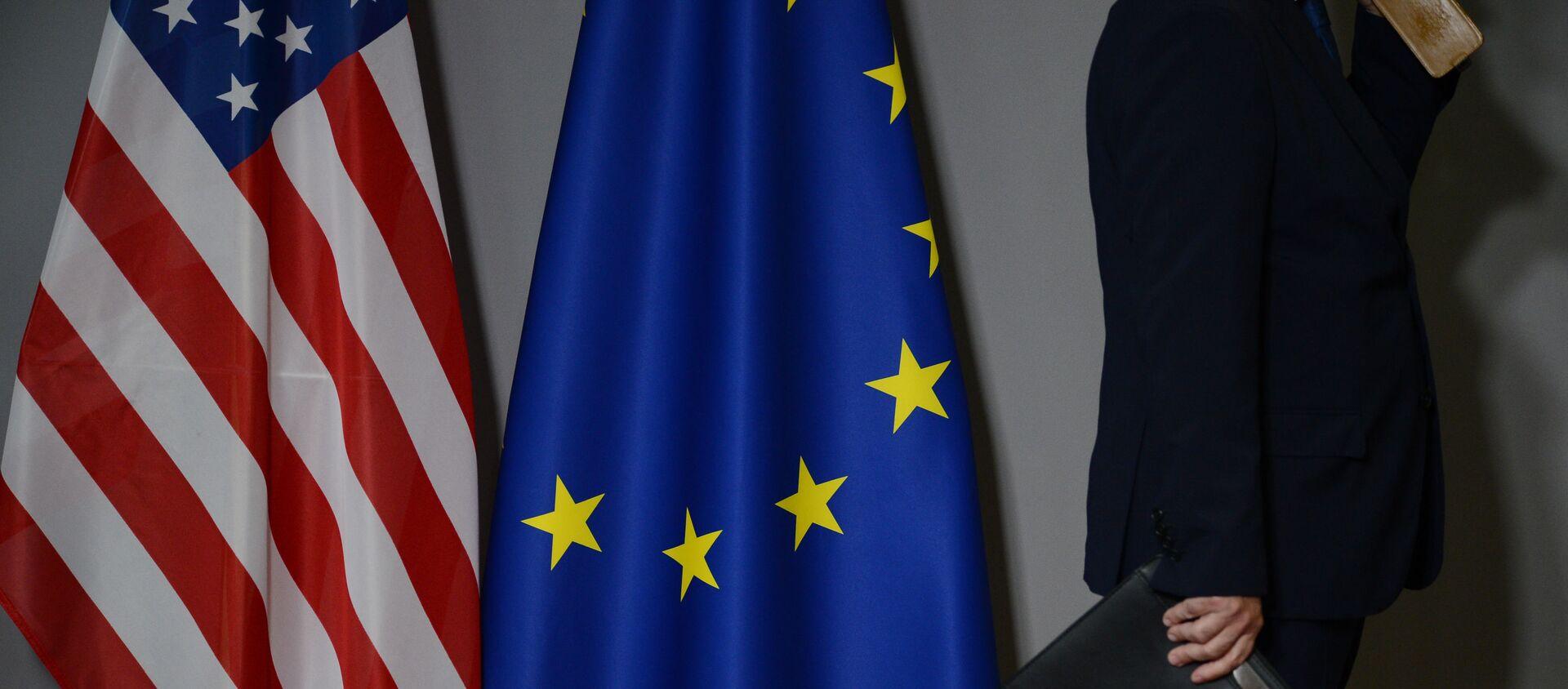 Flagi USA i UE - Sputnik Polska, 1920, 15.04.2021