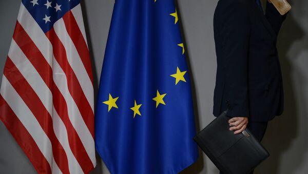Flagi USA i UE - Sputnik Polska