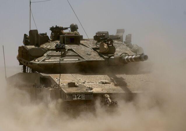 Izraelski czołg na granicy ze Strefą Gazy