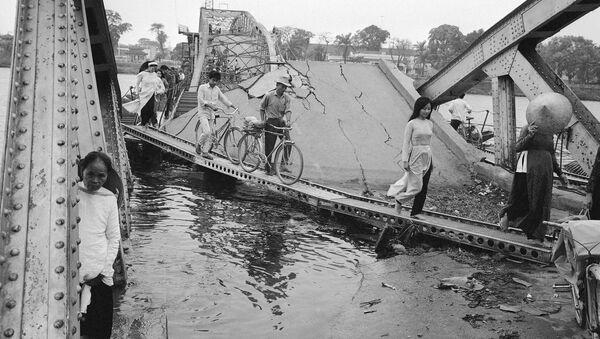 Zniszczony most w mieście Huế, Wietnam - Sputnik Polska