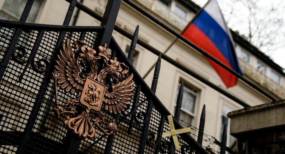 Herb na ogrodzeniu budynku ambasady rosyjskiej w Londynie