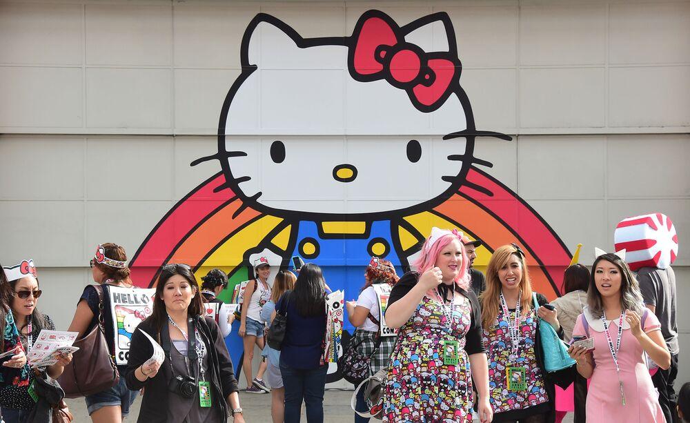 Fani Hello Kitty w japońskiej dzielnicy w Los Angeles