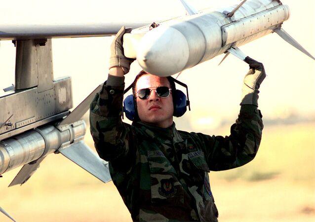 """Pocisk klasy """"powietrze-powietrze"""" AIM-120 AMRAAM"""