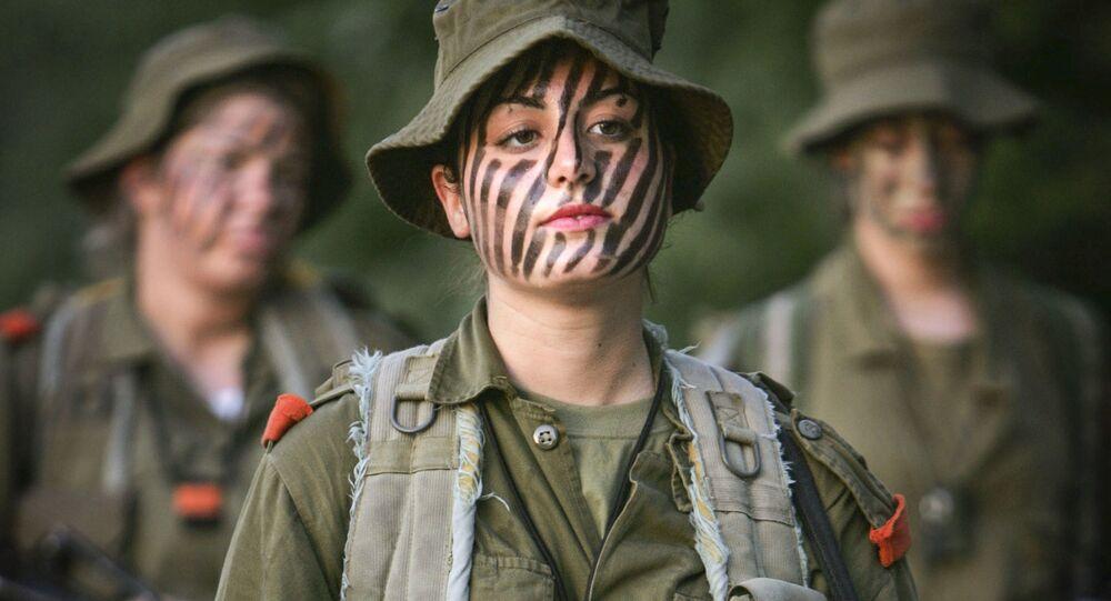 Izraelskie dziewczęta przed szkoleniem wojskowym w okolicach Jerozolimy