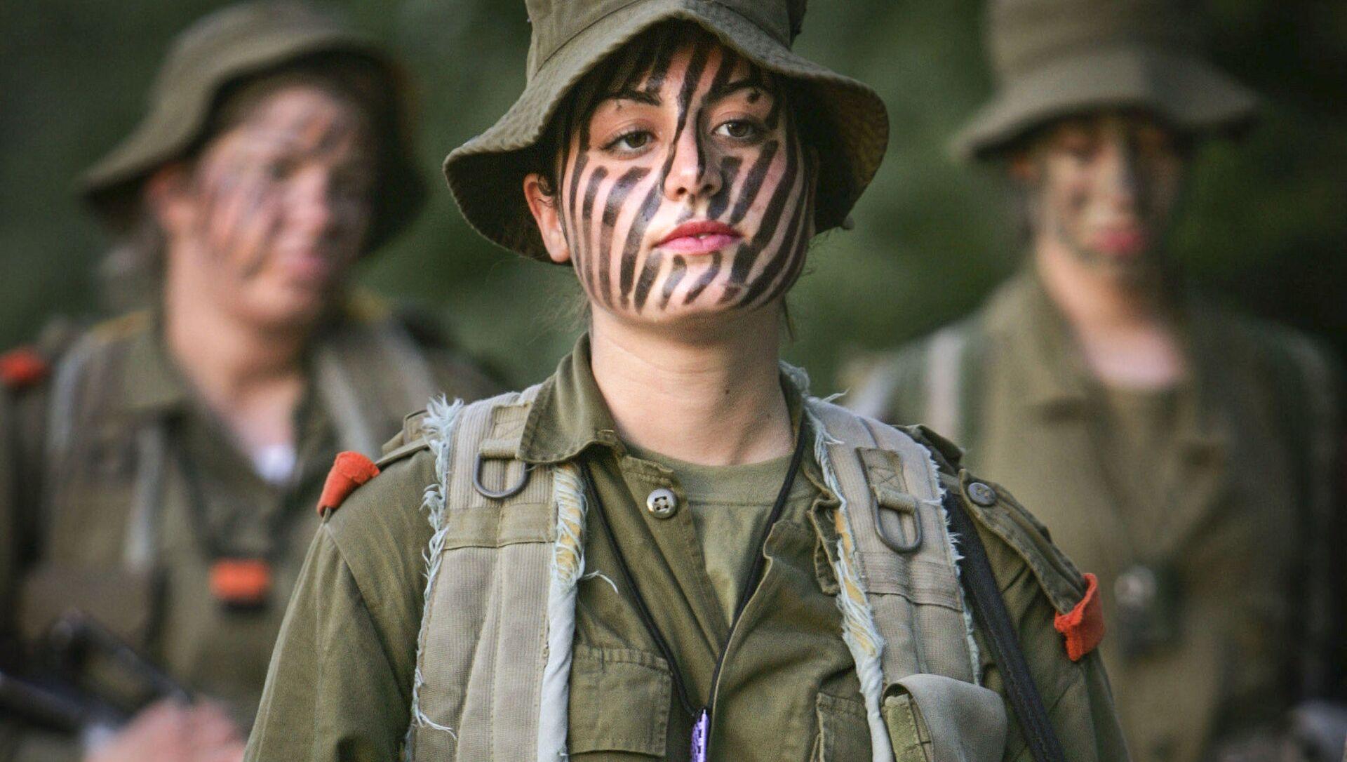 Izraelskie dziewczęta przed szkoleniem wojskowym w okolicach Jerozolimy - Sputnik Polska, 1920, 08.03.2021