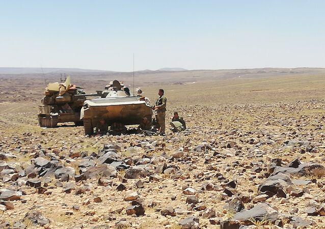 Syryjska armia wypiera terrorystów z pustyni w As-Suwajdzie