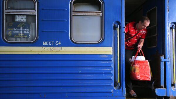 Pociąg relacji Kijów-Moskwa na dworcu kolejowym w Kijowie - Sputnik Polska