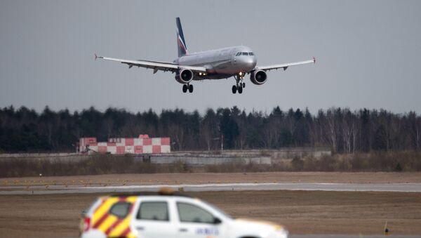 Samolot Airbus A320 Aerofłot lądujący na lotnisku Szeremetewo - Sputnik Polska