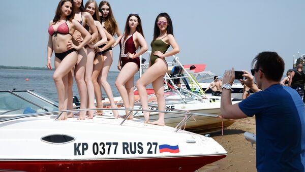 Dziewczyny na plaży - Sputnik Polska