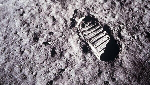 Ślad amerykańskiego astronauty na Księżycu - Sputnik Polska