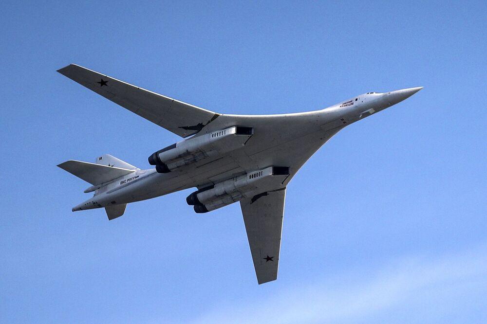 Samolot Tu-160. Pokaz lotniczy Wybieram niebo w Kazaniu