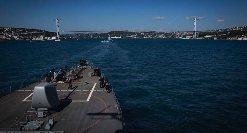 Niszczyciel Carney w akwenie Morza Czarnego