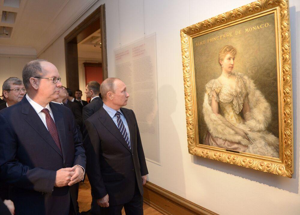 Książę Monako Albert II Grimaldi i Władimir Putin w Państwowej Galerii Tretiakowskiej w Moskwie