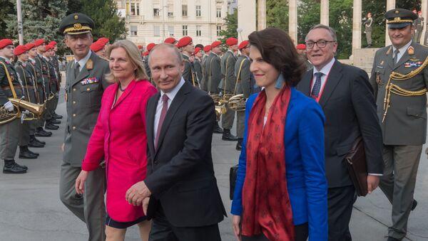 Władimir Putin i Karin Kneisl w Wiedniu - Sputnik Polska