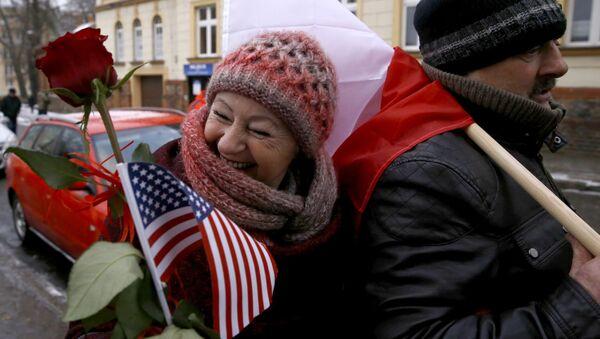 Polacy witają amerykańskich żołnierzy - Sputnik Polska