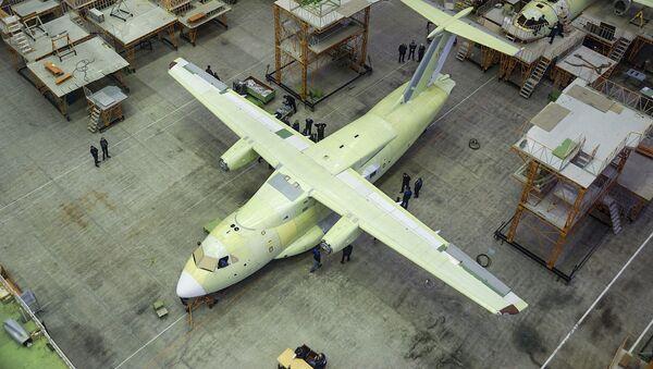 Montaż lekkiego wielozadaniowego samolotu transportowego Ił-112B w Woroneżu - Sputnik Polska