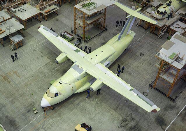 Montaż lekkiego wielozadaniowego samolotu transportowego Ił-112B w Woroneżu