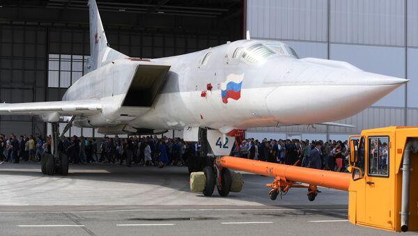 Rosyjski samolot bombowy Tu-22M3M w Kazaniu - Sputnik Polska