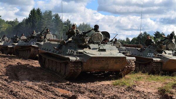 Rosyjsko-serbskie ćwiczenia taktyczne na Łużskim poligonie w obwodzie leningradzkim - Sputnik Polska