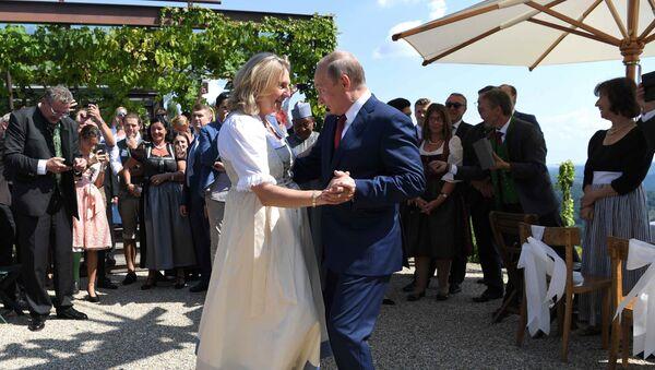 Karin Kneissl i Władimir Putin - Sputnik Polska