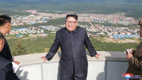 Przywódca KRLD Kim Dzong Un w powiecie Samjiyon - Sputnik Polska