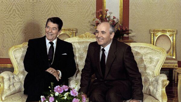 Prezydent USA Ronald Reagan i sekretarz generalny KC KPZR Michaił Gorbaczow - Sputnik Polska