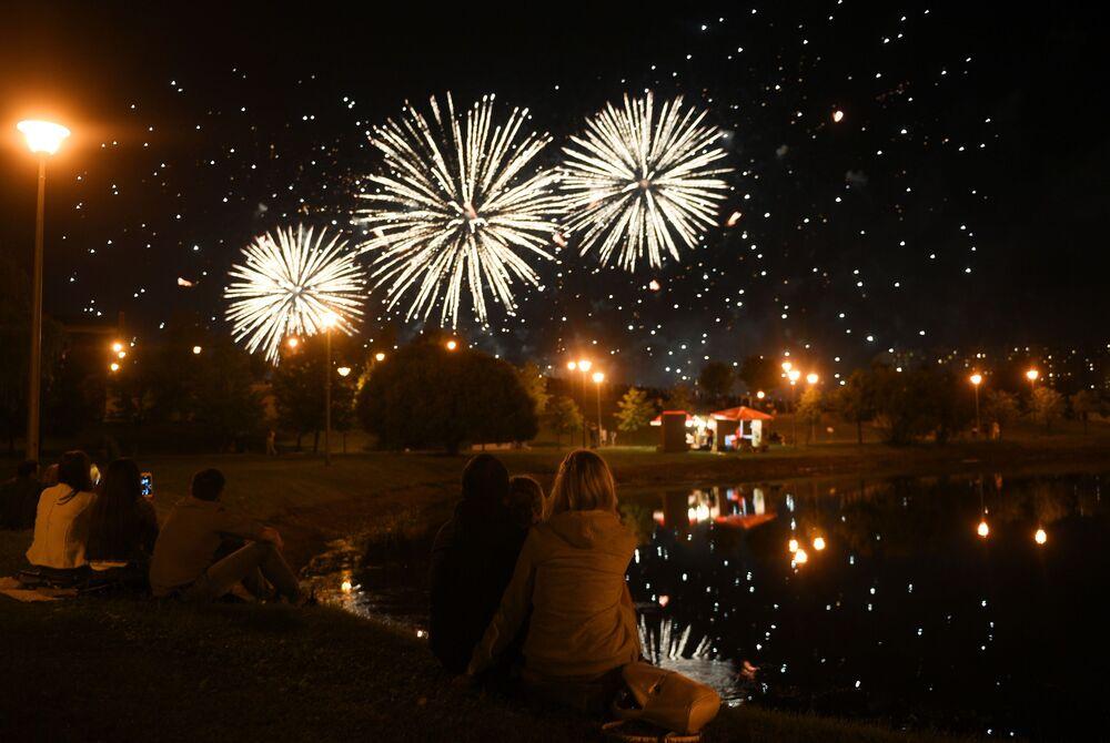 """Fajerwerki na Międzynarodowym pokazie sztucznych ogni """"Rostech w Moskwie"""