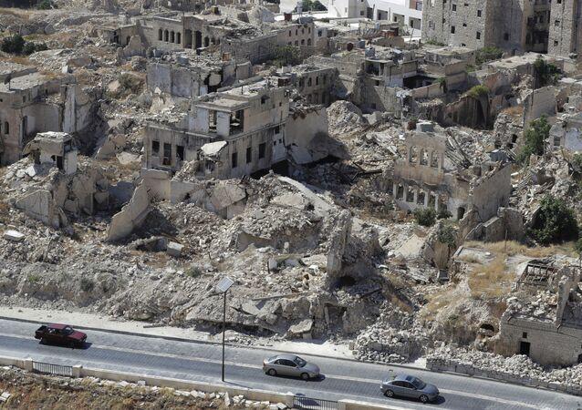 Widok na zburzoną dzielnicę w Aleppo, Syria