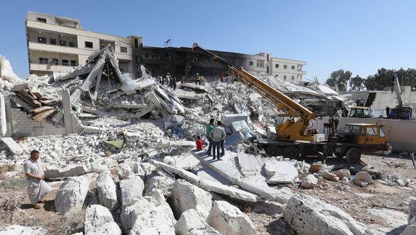 Zburzone w wyniku wybuchu na składzie z bronią domy w miejscowości Sarmada, w prowincji Idlib - Sputnik Polska