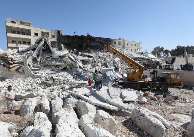 Zburzone w wyniku wybuchu na składzie z bronią domy w miejscowości Sarmada, w prowincji Idlib