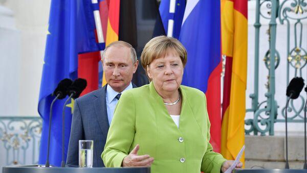 Władimir Putin i Angela Merkel, 18.08.2018 r. - Sputnik Polska