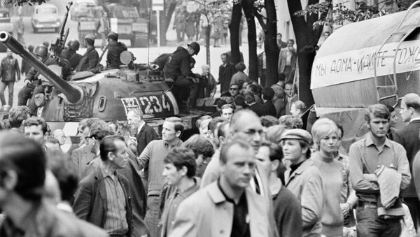 Radzieckie czołgi na ulicach Pragi, 1968 rok - Sputnik Polska