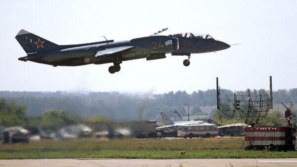Naddźwiękowy wielozadaniowy myśliwiec przechwytujący pionowego startu i lądowania Jak-141 - Sputnik Polska