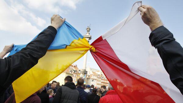 Flagi Polski i Ukrainy - Sputnik Polska
