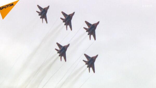 Pokaz lotniczy podczas forum wojskowego Armia 2018 - Sputnik Polska