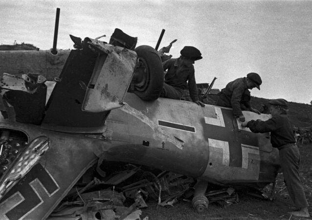 Zestrzelony samolot faszystów