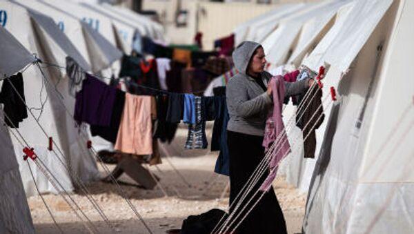 Syryjscy uchodźcy w miasteczku namiotowym w Turcji - Sputnik Polska