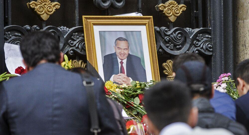 Portret prezydenta Uzbekistanu Islama Karimowa pod ambasadą Uzbekistanu w Moskwie
