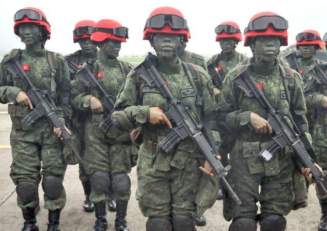 Tajwańskie żołnierki w bazie Hsinchu