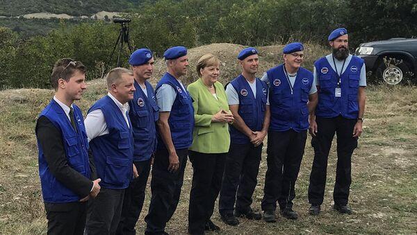Kanclerz Niemiec Angela Merkel odwiedziła gruzińską osadę Odzisi na granicy z Osetią Południową - Sputnik Polska