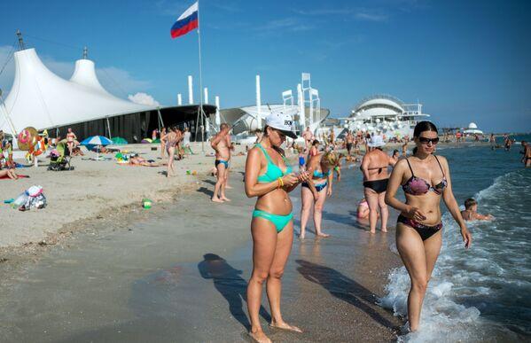 Plaża w miasteczku Popowka na Krymie - Sputnik Polska