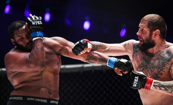 Aleksandr Jemieljanienko vs. Tony Johnson. Turniej World Fighting Championship Akhmat 50 - Sputnik Polska