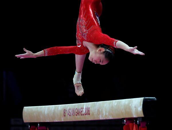 Chińska gimnastyczka Liu Tingting na Igrzyskach Azjatyckich 2018 - Sputnik Polska