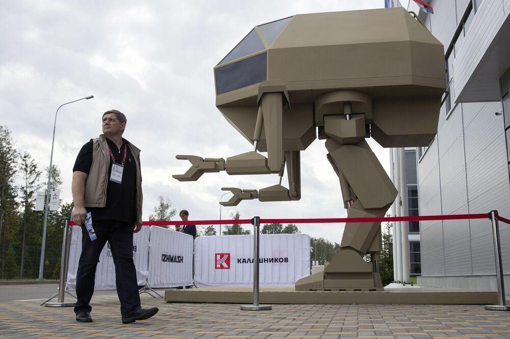 """Robot Igorek wyprodukowany przez koncern """"Kałasznikow na IV Międzynarodowym Forum Wojskowym Armia-2018"""