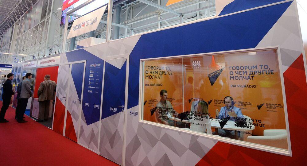 """Stoisko MAI """"Rossija Siegodnia i studio radiowe Sputnik na IV Międzynarodowym Forum Wojskowym Armia-2018"""