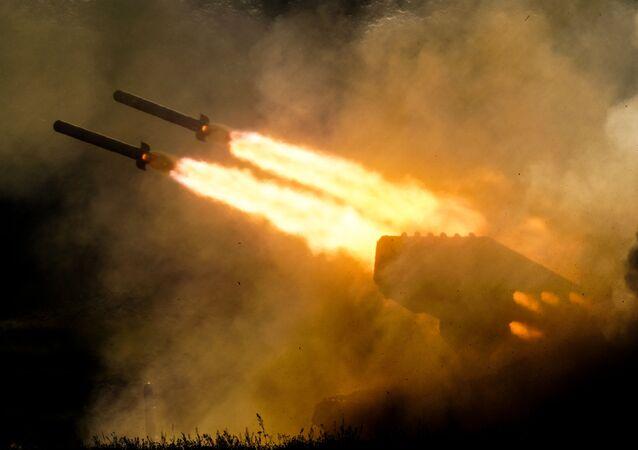 """Ciężki miotacz ognia ТОS-1a na IV Międzynarodowym Forum Wojskowym """"Armia-2018"""""""