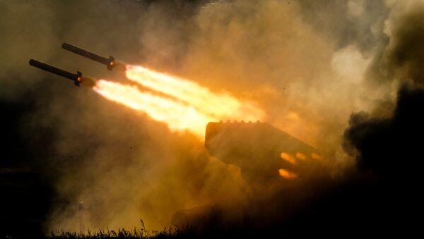 """Ciężki miotacz ognia ТОS-1a na IV Międzynarodowym Forum Wojskowym """"Armia-2018"""" - Sputnik Polska"""