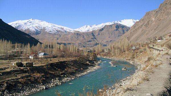 Rzeka Piandż na granicy Tadżykistanu i Afganistanu, góry Pamira - Sputnik Polska