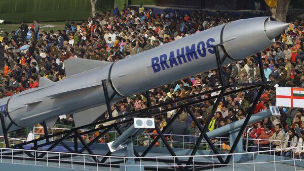 Uniwersalny pocisk manewrujący Brahmos - Sputnik Polska